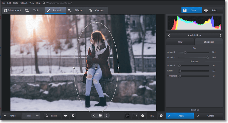 Blur the background of your picture in PhotoWorks with Radial filter