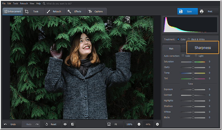 Pick the Sharpen tool in PhotoWorks